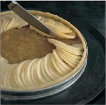 Menyususn lapisan atas apel pie